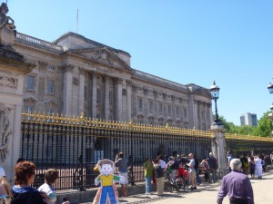 Flat Stanley at Buckingham Palace